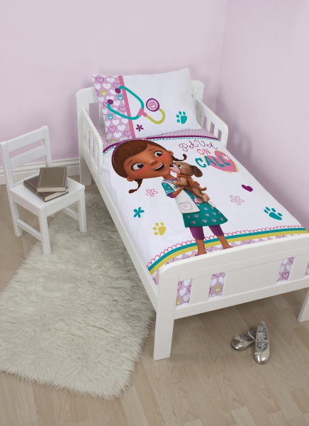 Disney Doc Mcstuffins 'Findo' Toddler Panel Junior Cot Bed Duvet Quilt Cover Set